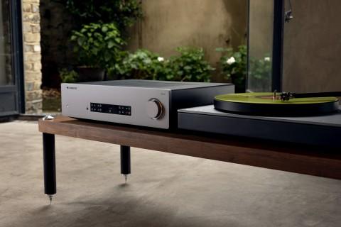 CXA81 - Integrierter Stereo-Verstärker